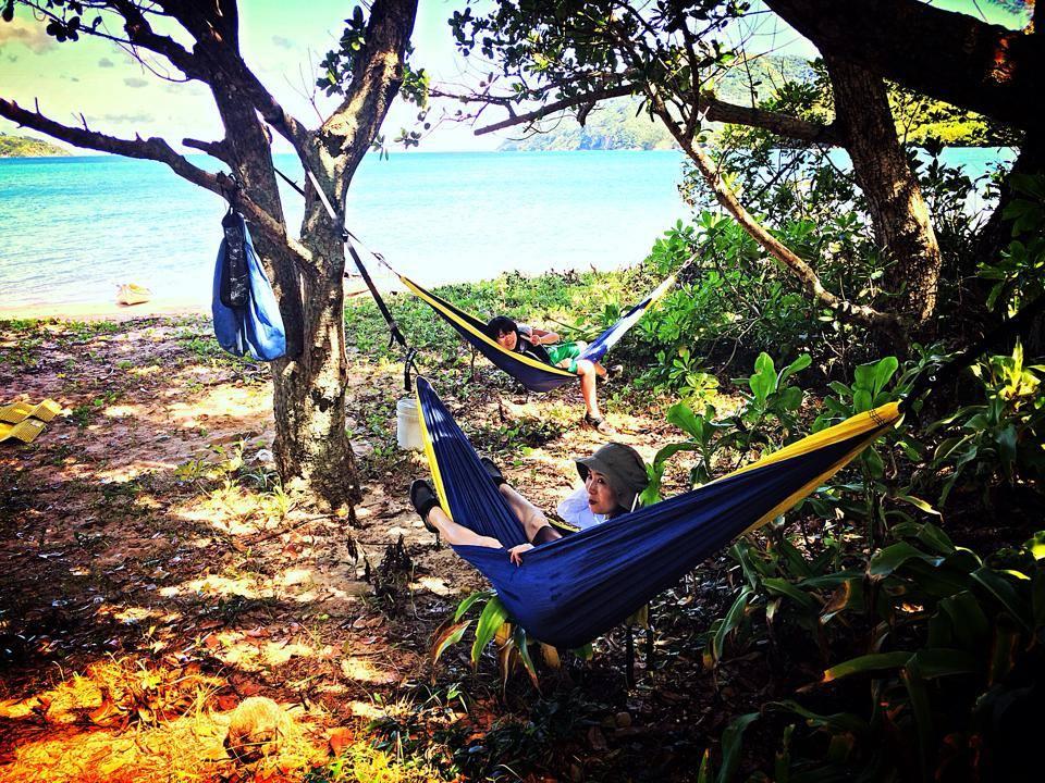 西表島のビーチでハンモック