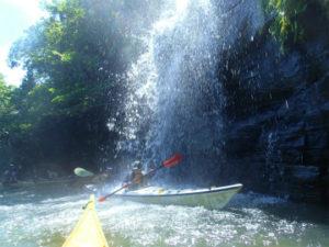 水落の滝に美しい光