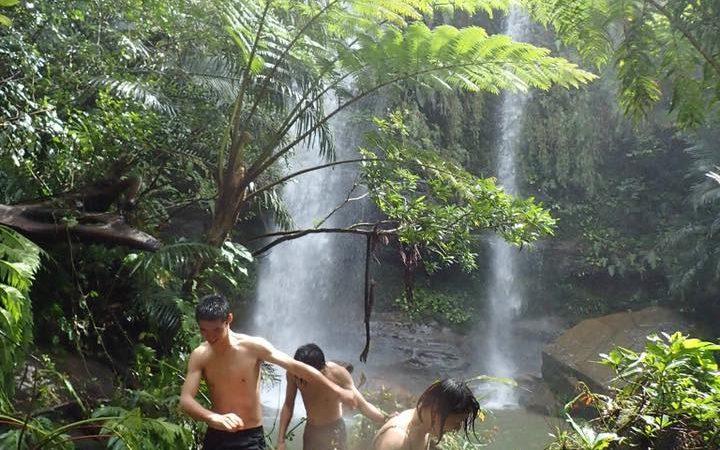 春まだ浅く、でもしっかり滝浴び(西表島秘境の滝トレッキング)