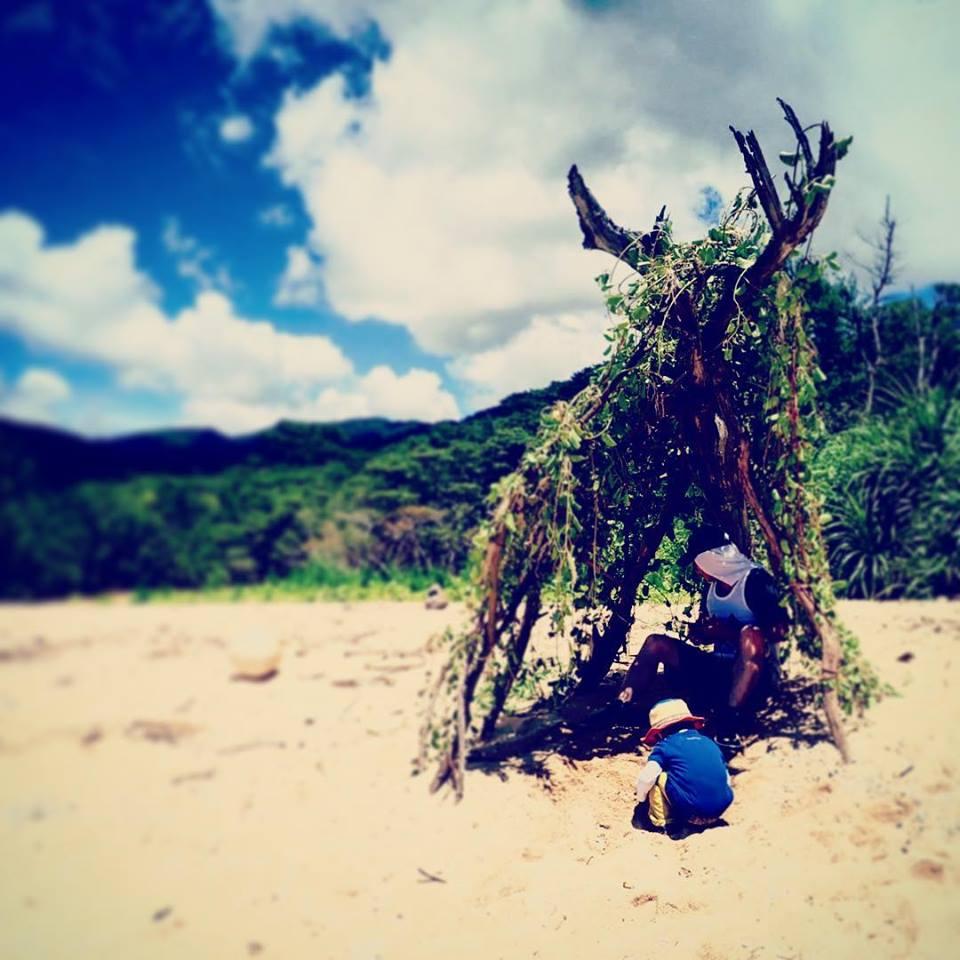 西表島のミダラ浜にて