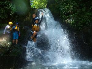 アダナデの滝で飛び込み!